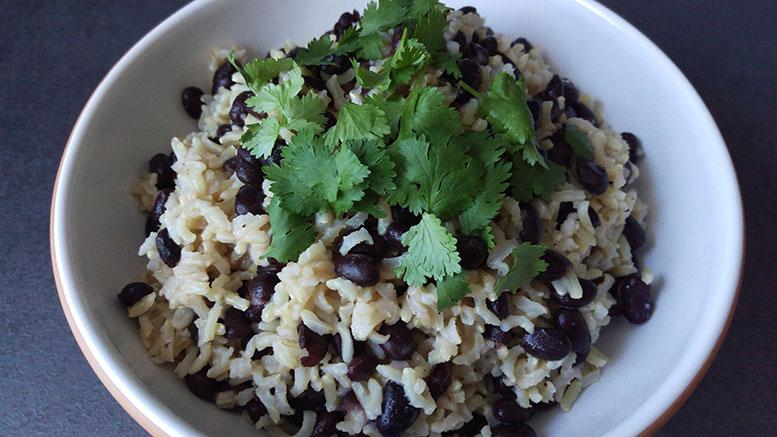 Karibischer Reis mit Korriandergrün