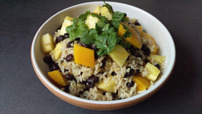 Karibischer Reis mit Mango Ananas