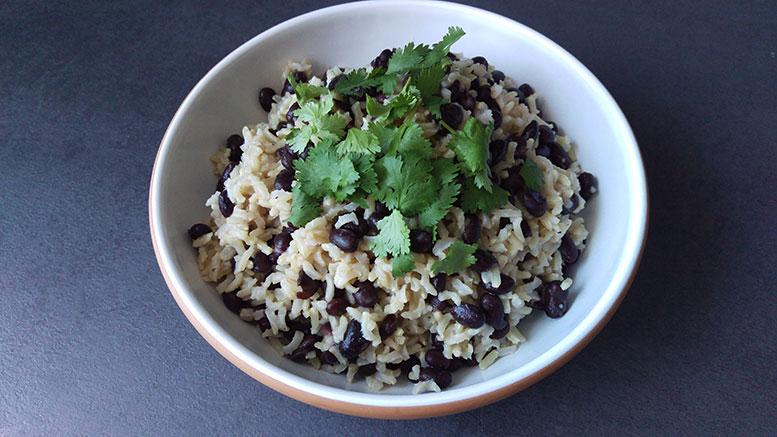 Karibischer Reis servierfertig